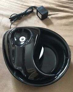 Black ceramic pet/cat/dog drinking fountain/water bowl