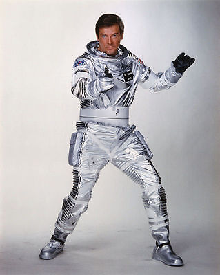 ROGER MOORE UNSIGNED PHOTO - 4267 - JAMES BOND