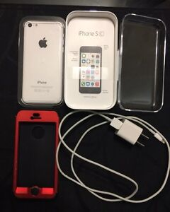 iPhone 5C - *MINT* +Extras London Ontario image 1