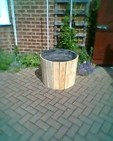 garden planter open to offers will take £30 for it