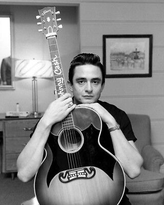 Johnny Cash UNSIGNED photo - K9396 - One of the best-selling music