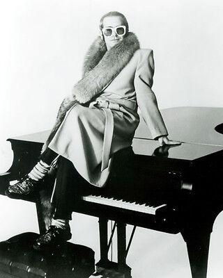 Elton John UNSIGNED photo -G750#- English singer-songwriter, musician & composer