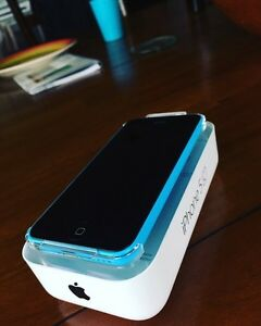 iPhone5c with original packaging. (For trade)