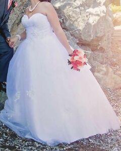 Robe de mariée et Centre de table + bar à bonbons