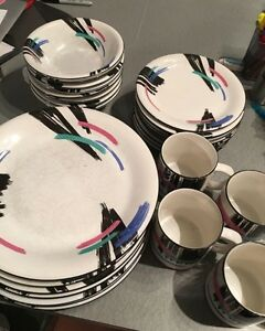 27 Piece Dish Set
