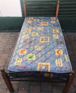 Good metal frame single bed set for sale. Delivery can do