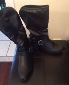 Woman's boots size 7 Cambridge Kitchener Area image 1
