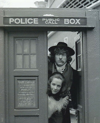 Tom Baker and Mary Tamm UNSIGNED photo - H122 - Doctor Who