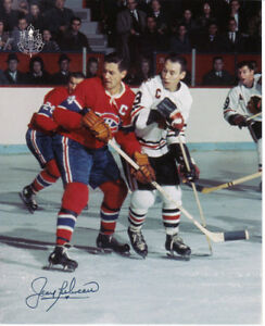 Colour photo Beliveau playing in a real Hockey Game/Chicago.