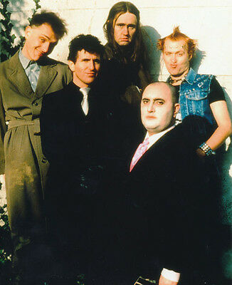 Christopher Ryan, Rik Mayall & Alexei Sayle photo - H4382 - The Young Ones