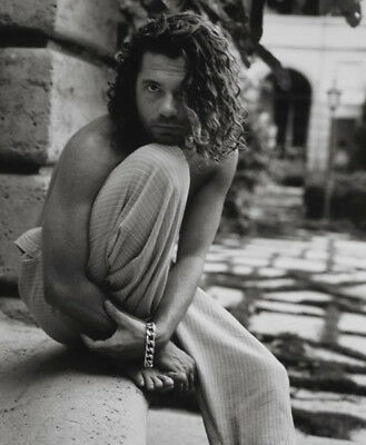 Michael Hutchence UNSIGNED photo - K8271 - SEXY!!!!