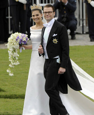 Victoria, Crown Princess of Sweden and Prince Daniel UNSIGNED Photo - K7025