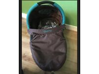 Quinny Buzz carrycot with adaptors.
