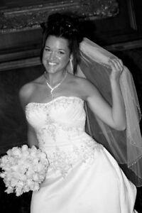 Silver Beaded White Wedding Dress - new price!!! Gatineau Ottawa / Gatineau Area image 3