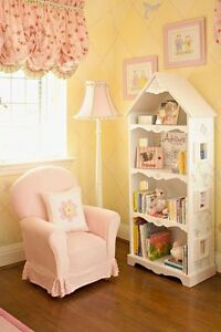 IF ANYONE HAS ANY PRETTY BOOKCASES OR TOY SHELFS