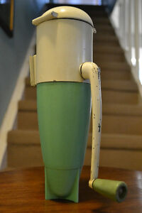 DAZEY ROCKET ICE CRUSHER RETRO VINTAGE OLD KITCHEN 1950s
