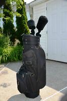 Gros sac de golf avec deux bois d'allée