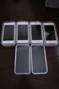 ipod touch 5th Gen 16GB in mint condition (5 available)