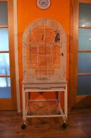 Cage pour perroquet avec chariot à roulettes