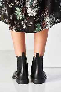 Urban Outfitters (Chelsea Boots)