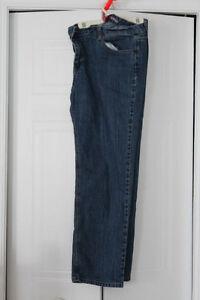 Pantalon - Jeans  FEMME - Grandeur 16 - NEUF