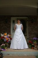 Wedding dress. Size 16. Corset back asking $150