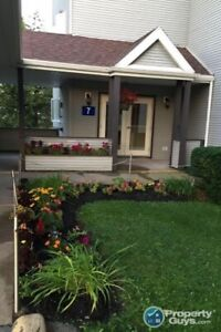 Sunny 2 bdrm/2 bath unit with lots of upgrades