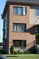 RENOVATED, MODERN 4 1/2 CONDO IN THE HEART OF CHOMEDEY