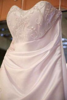 Wedding gown + veil  Elanora Gold Coast South Preview