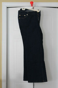 Pantalon - Jeans  FEMME - Grandeur 18 - NEUF