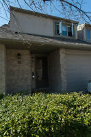 Lovely 3 Bedroom townhome for lease in great Ancaster location!