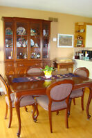Solid Mahogany 9 piece Dining Room Suite