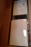 Laveuse/sécheuse superposées -capacité de 3.2 Kg (2012)
