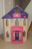 LARGE DOLL HOUSE - BARBIE - PONIES