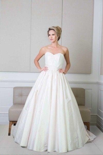 Wendy Makin Wedding Dress Never Been Worn