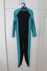 Stinger suit in size L/XL Fannie Bay Darwin City Preview