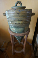 4U2C POTTERY VESSEL SCULPTURE WITH STAND
