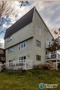 Steps to the dingle, 3 bed/3 bath multi-level home