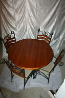 Beautiful Kitchen Table, Chairs & Matching Etagere / hutch Pine