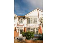 4 bedroom house in Stoneycroft Road, Woodford Green , IG8 (4 bed)
