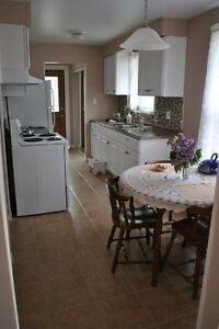 INCLUSIVE 2bed 1bth MAIN and upper FLOORS of a 2 level backsplit