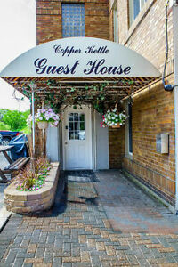 Copper Kettle Guest House - Executive Style Furnished Suites !