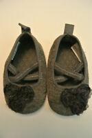 Souliers souples gris en tissus pour fille