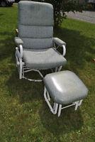 Chaise berçante et pouf - peut tourner 360°