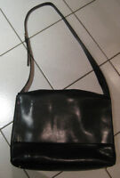 Wilsons LEATHER Women's Messenger Bag…..great condition!