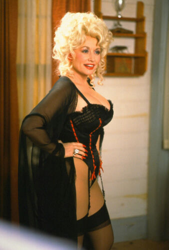 """Dolly Parton UNSIGNED 6"""" x 4"""" photo -N2250- The Best Little Whorehouse in Texas"""