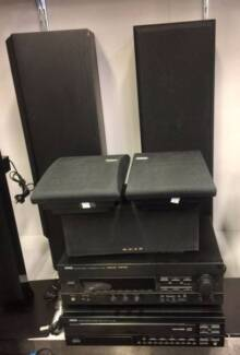 YAMAHA STEREO SYSTEM WITH 5 X SPEAKERS