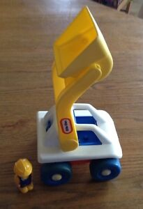 VINTAGE LITTLE TIKES LOADER TRUCK WITH DRIVER Gatineau Ottawa / Gatineau Area image 5