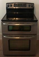 Une cuisinière en inox Kenmore Elite a deux fours, convection.