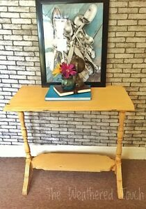 Sofa/entry  table  Kitchener / Waterloo Kitchener Area image 5